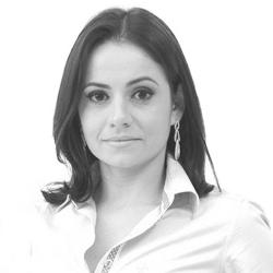 Dra. Danielle Diniz Ribeiro - Especialista em Córnea, Doenças Externas e Cirurgia Refrativa