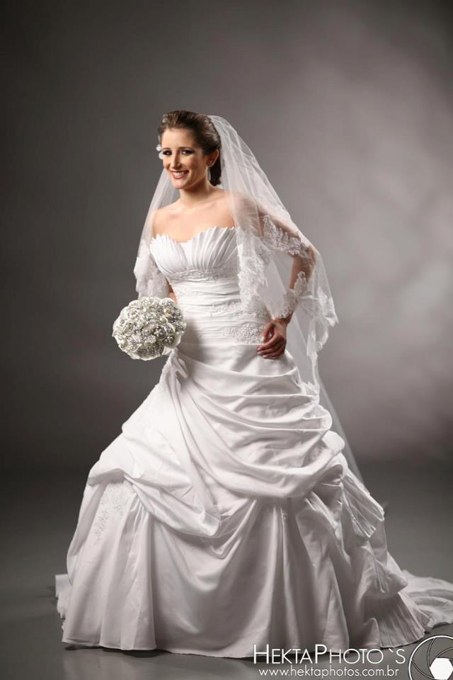 Vestido de Noiva evasê saia drapeada