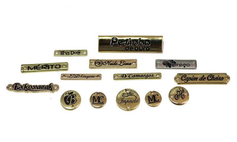 Etiquetas de metal