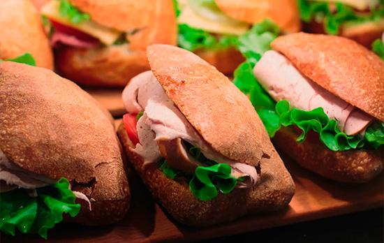 Sanduíches na padaria