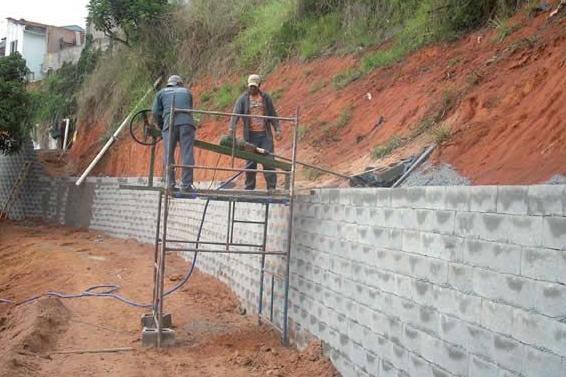 Contenção com muros TERRAE