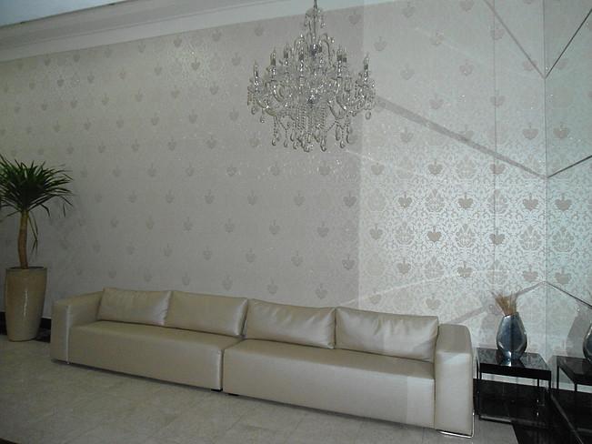 Papel de Parede Ornamentado Prata e Branco