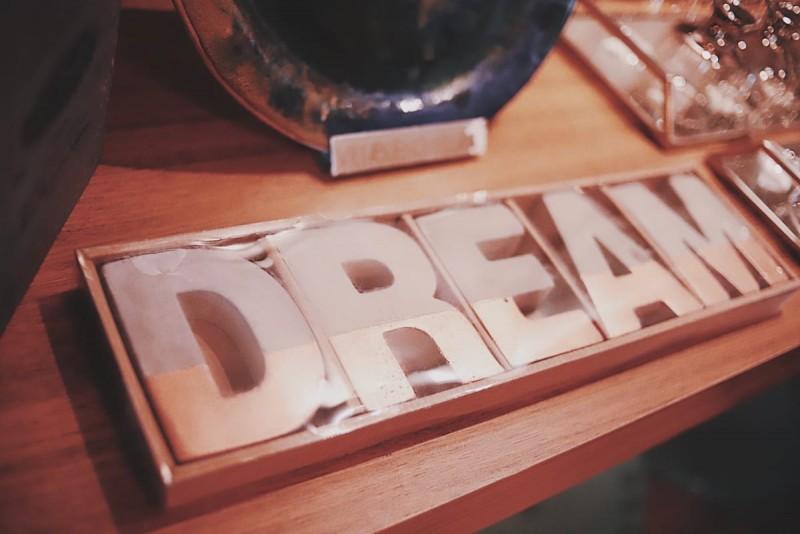 Dream letras em Cimento